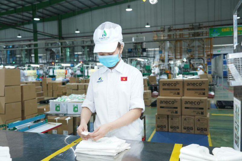 Sản xuất sản phẩm sinh học phân hủy hoàn toàn AnEco tại nhà máy thuộc Tập đoàn An Phát Holdings