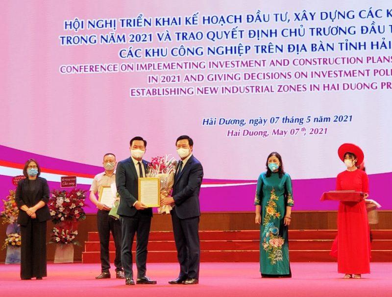 Ông Phạm Văn Tuấn - Quyền Phó Tổng Giám đốc Tập đoàn An Phát Holdings, Tổng Giám đốc CTCP KCN Kỹ thuật cao An Phát 1 nhận Quyết định Chủ trương đầu tư và Quyết định thành lập KCN