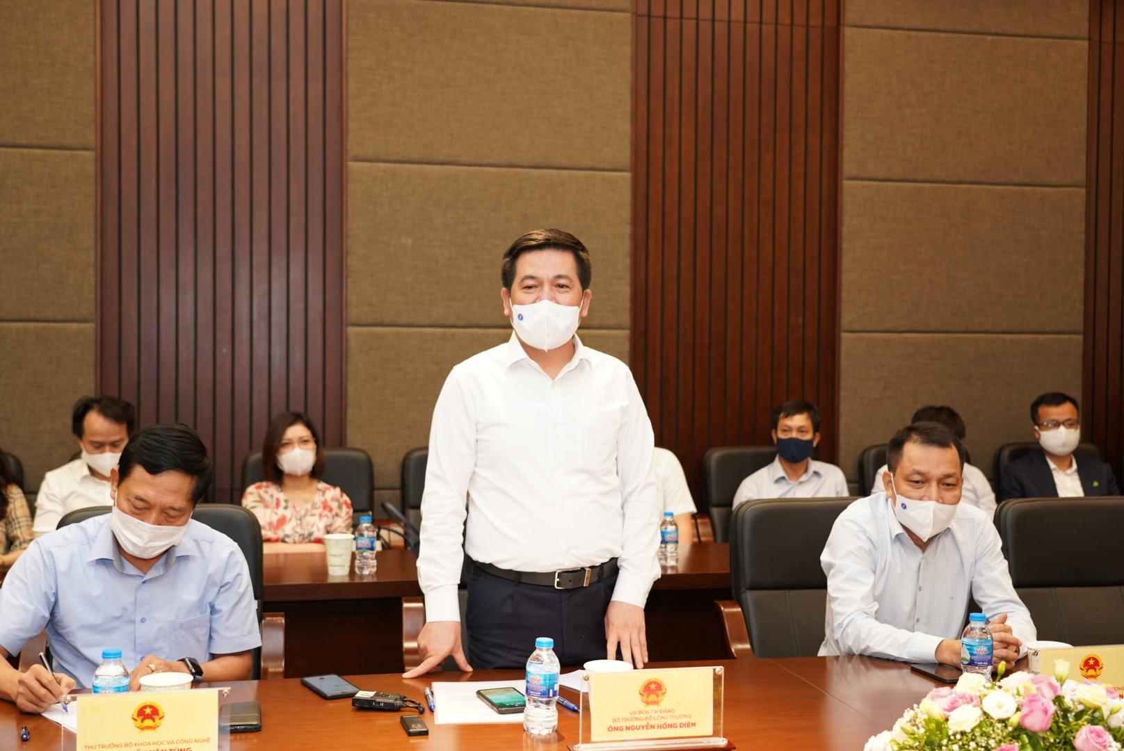 Ông Nguyễn Hồng Diên, Bộ Trưởng Bộ Công thương phát biểu tại buổi làm việc.